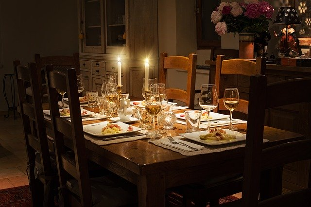 table set for dinner guests - what to do when party guests arrive early